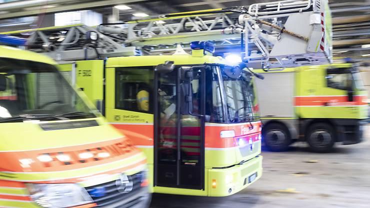 Die Berufsfeuerwehr Zürich rückte in der Nacht auf Donnerstag zu einem Brand in Zürich Wipkignen aus. (Symbolbild)