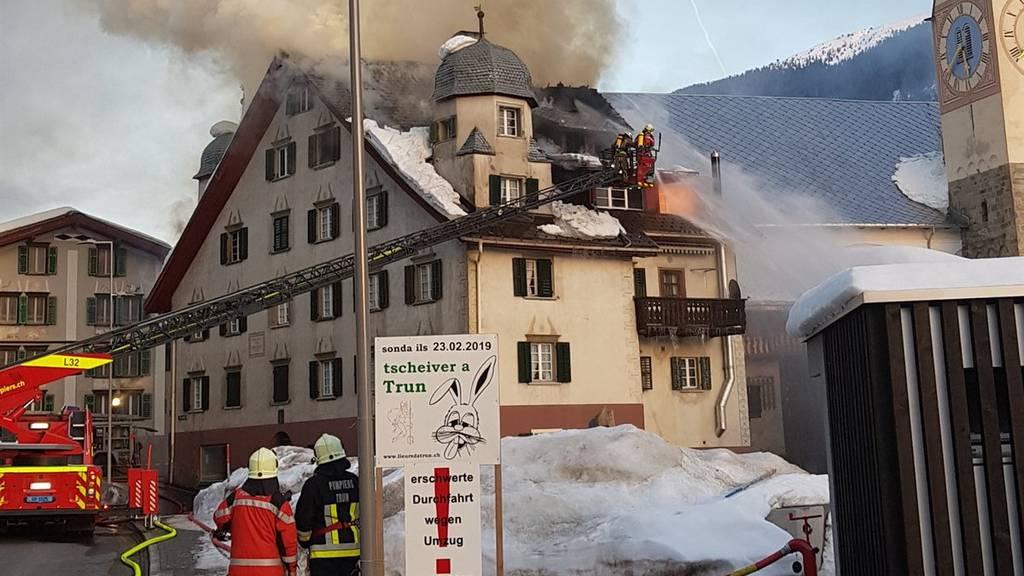 Die Bewohner des Mehrfamilienhauses in Trun verloren ihr Zuhause.