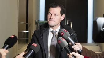 Der Genfer FDP-Staatsrat Pierre Maudet will weiterhin nicht zurücktreten. Dies sagte er im Anschluss an ein Treffen mit der nationalen Parteileitung. (KEYSTONE/Peter Schneider)
