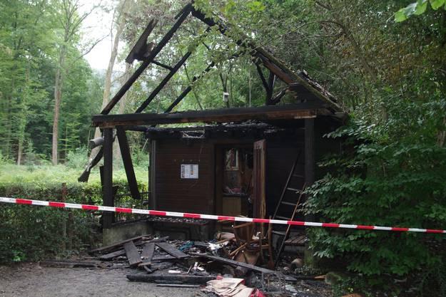 Die Hütte brannte in der Nacht auf Montag