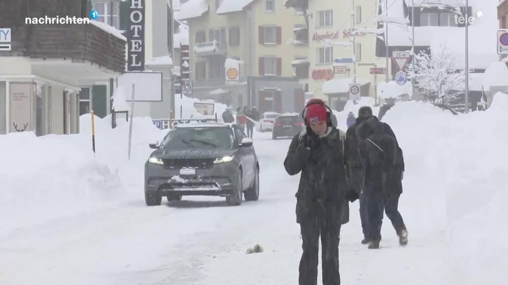 Andermatt versinkt im Schnee