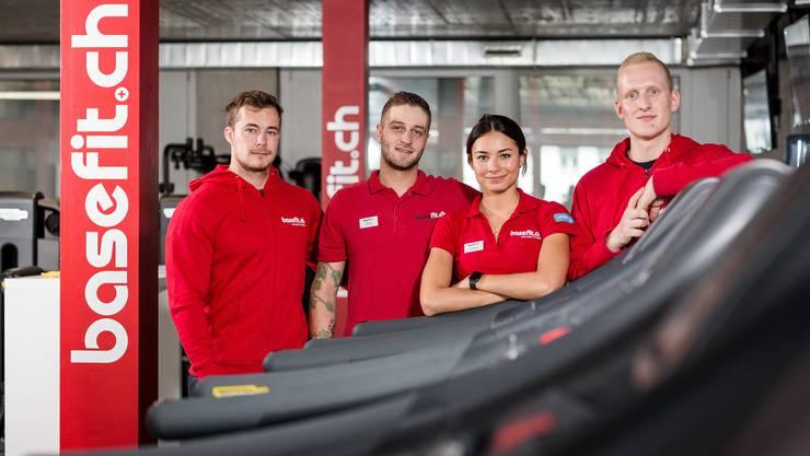 Regionalmanager Attila Schmid, Trainer Florian Stutz, Studentin Layla Hausschild und Clubmanager Markus Przibilski (von links).