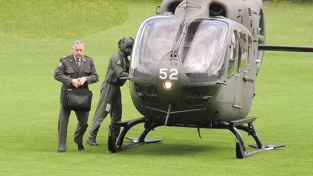 Ein «Eurocopter» brachte André Blattmann auf die Badener Baldegg. Der Armeechef hielt danach einen Vortrag im Trafo.