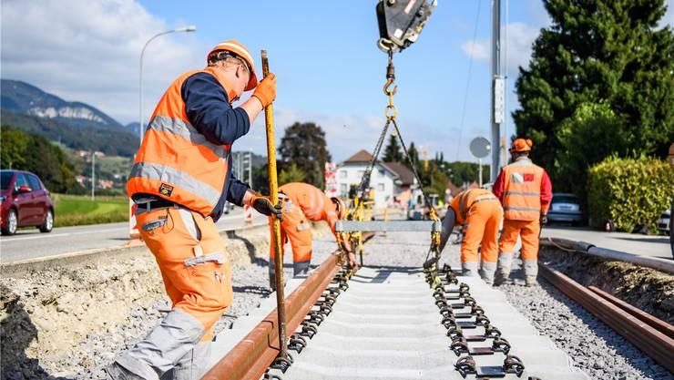 Hier wird bereits an der neuen Gleisanlage gebaut. Teilweise sind bis zu 25 Arbeiter vor Ort.