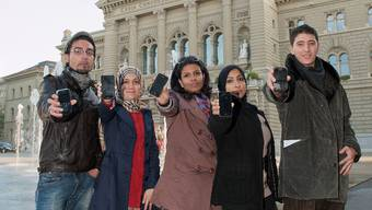 Sondos Asem (Ägypten), Sofiane Belhaj (Tunesien), Hend Nasiri (Jemen), Maryam al-Khawaya (Bahrain), Loay el-Magri (Libyen). Lubna A. (Syrien) liess sich aus Sicherheitsgründen nicht fotografieren.  S. Campardo/Le Matin