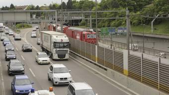 Osttangente: Oft hat es Stau auf der Autobahn 2 im Stadtgebiet von Hagnau bis Gellert. (Archiv)