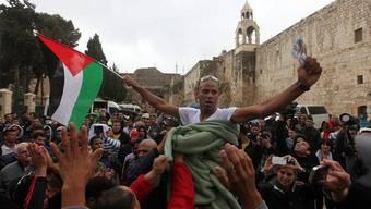 Abdel Nasser Awadschneh, der Sieger des Marathons, wird gefeiert