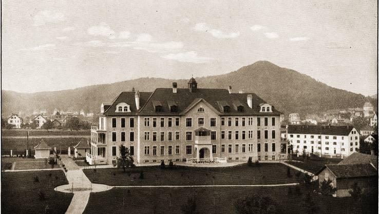 Das Städtische Krankenhaus konnte dank grosser Geldreserven des Spitalwesens in kurzer Zeit erbaut und 1912 bezogen werden.