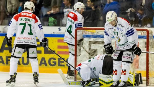 Die Enttäuschung beim EHC Olten nach der bitteren 2:7 Niederlage gegen La-Chaux-de-Fonds.