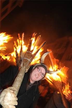Auch Frauen wagten es, mit dem Feuer zu spielen.