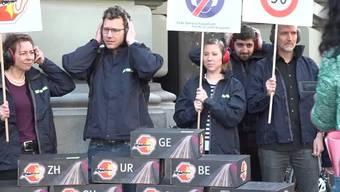 Der Verkehrs-Club der Schweiz (VCS) hat den kantonalen Umweltdirektoren am internationalen Tag gegen den Lärm eine Petition mit rund 9000 Unterschriften übergeben.