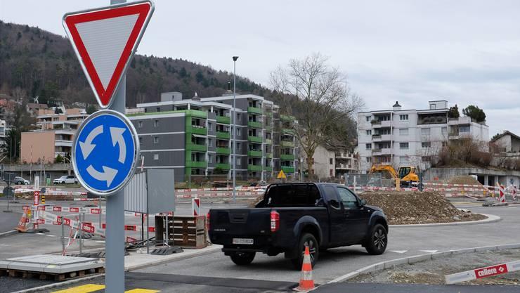 Der neue Kreisel mitten in Geroldswil kann bereits befahren werden.