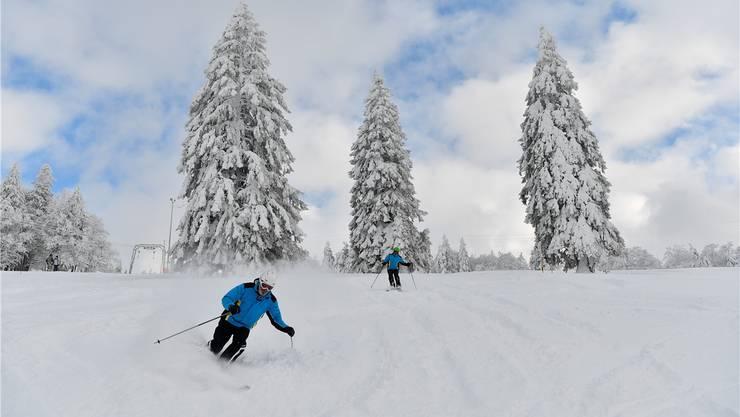 Herrliche Schneeverhältnisse laden zum Skispass auf dem Grenchenberg ein.