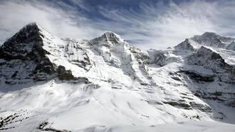 Nicht gestossen, sondern gezogen: Die Alpen sind nach Ansicht von Schweizer Forschern keine Knautschzone von Kontinentalplatten. Im Bild Eiger, Mönch und Jungfrau im Berner Oberland. (Archivbild)