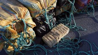 Die US-Küstenwache beschlagnahmt jährlich tonnenweise Drogen aus Mittelamerika. Trotzdem gelangt immer mehr Kokain auf den Markt, denn die Schmuggler passen ihre Routen laufend neu an. In den USA wurde nun ein Computermodell entwickelt, welches das Verhalten der Schmuggler vorhersagt und so besseren Zugriff der Polizei ermöglicht. (Archivbild)