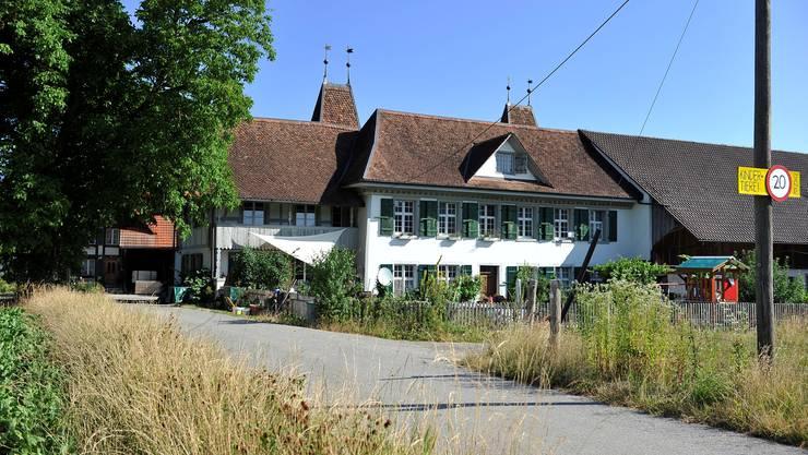 Buechhof mit Schloesschen, das heute als Wohnhaus fuer den Bauernhof dient