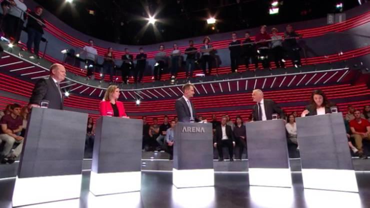 Arbeitgeberverbands-Präsident Valentin Vogt, Christa Markwalder (FDP), Thomas Minder (parteilos) und Juso-Präsidentin Tamara Funiciello mit Moderator