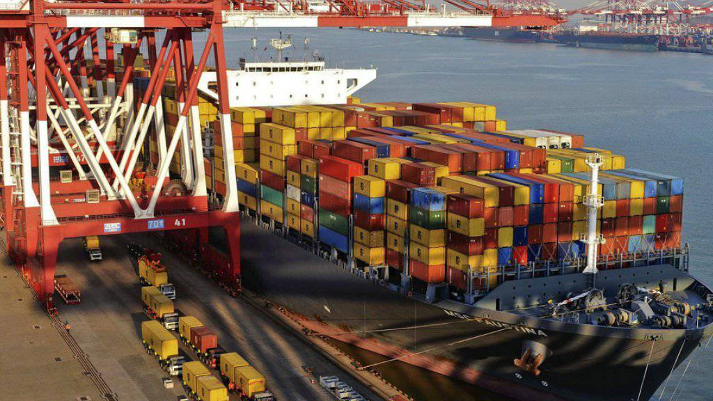 Der Hafen in Qingdao: Die schwache weltweite Nachfrage führte zu einem überraschend starken Rückgang der chinesischen Exporte im Mai. (Archiv)