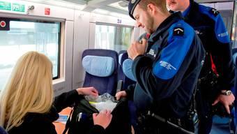 Nicht nur die Grenze: Auch auf Bahnlinien im Mittelland kontrollieren die Grenzwächter.Symbolbild/Grenzwacht