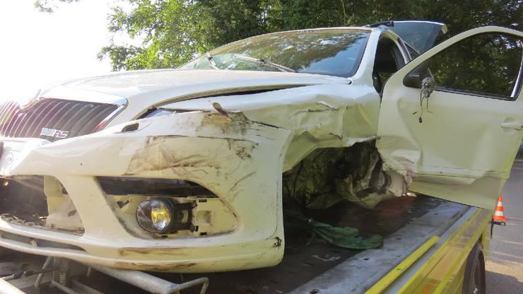 Meisterschwanden AG, 12. Juli: Weil er vermutlich eingenickt war, verlor ein Autofahrer die Kontrolle über seinen Wagen. Dieser kollidierte mit einem korrekt entgegenkommenden Auto seitlich-frontal.