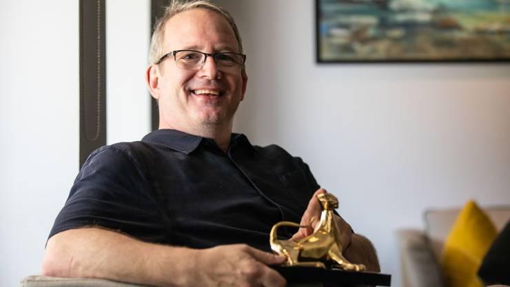 Neues Haustier: Ted Hope wurde am diesjährigen Locarno Festival mit einem Ehrenleoparden ausgezeichnet.