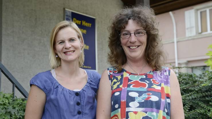 Die neue Pfarrerin Judith Trüssel (rechts) wurde von Bezirks-Laienführerin Olivia Wegmüller herzlich begrüsst.
