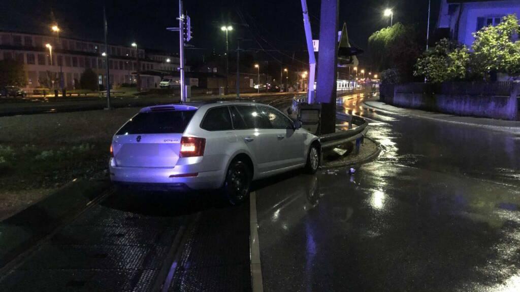 Frau fährt in Murten FR in Bahnschranke und verletzt sich