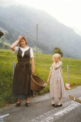 Franziska Kurt, die Mutter von Luca Kurt, wusste daher, dass ihre Tochter gut auf dem Set aufgehoben war. Auf dem Bild erneut: Luca Kurt und Cornelia Kempers hinter den Kulissen.