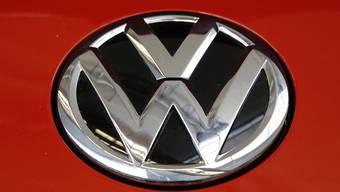 Blank poliertes Logo von Volkswagen