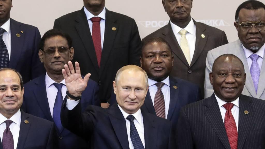 Am ersten Russland-Afrika-Gipfel nahmen rund 10'000 Vertreter aus mehr als 50 Ländern Afrikas teil, darunter mehr als 40 Staats- und Regierungschefs.