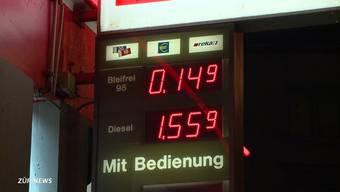 Nur 14 Rappen für einen Liter Bleifrei: Aufgrund eines Tippfehlers kam es bei einer Tankstelle in Wollishofen zu den billigsten Benzinpreisen in ganz Europa.