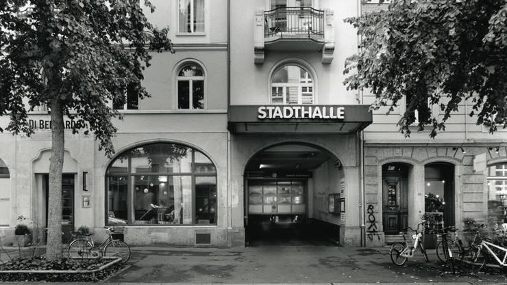 Der Eingang zur Stadthalle im Zürcher Kreis 4.