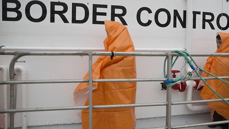 Zwei von Frontex gerettete Flüchtlingskinder: Die EU-Institutionen haben sich am Mittwoch auf einen gemeinsamen und verstärkten EU-Grenz-und Küstenschutz geeinigt. (Archiv)