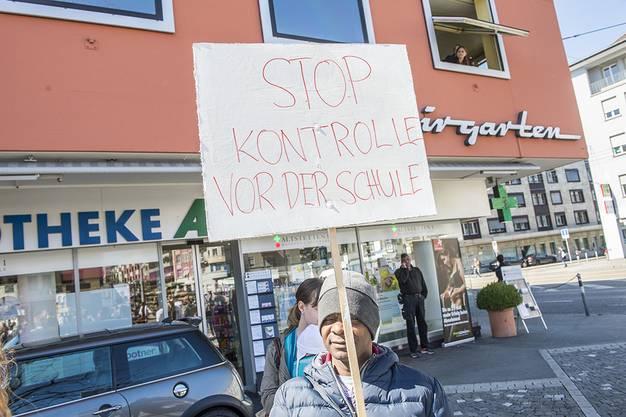 Rund 300 Aktivistinnen und Aktivisten demonstrierten friedlich an der Badenerstrasse.