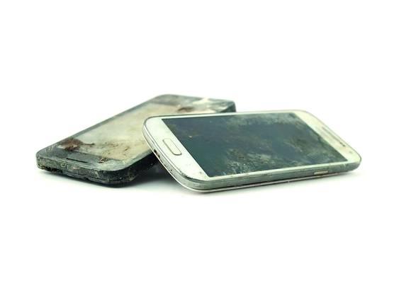Unzählige Handys wurden im Rhein gefunden.