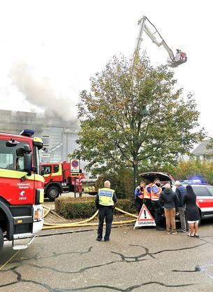 Die Feuerwehr steht seit dem Morgen im Einsatz.