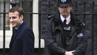 Aussichtsreicher französischer Präsidentschaftskandidat in 10 Downing Street: Emmanuel Macron kurz vor seinem Empfang durch die britische Premierministerin Theresa May in ihrem Amtssitz in London.