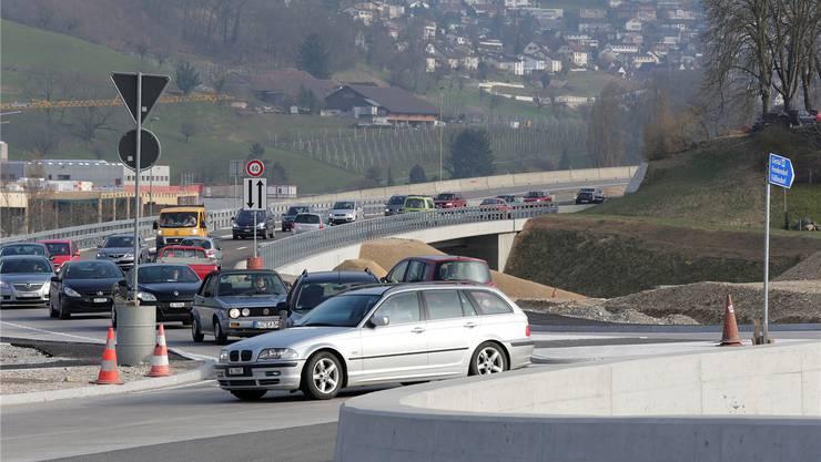 Zweispurig gehts langsamer: Die neue Rheinstrasse-Brücke ist ein Nadelöhr an der Hülften.