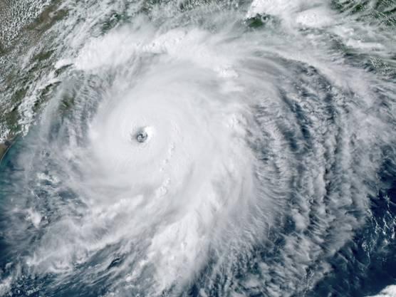 Dieses von der NOAA bereitgestellte GOES-16-GeoColor-Satellitenbild zeigt den Hurrikan «Laura» über dem Golf von Mexiko. Foto: Uncredited/NOAA/AP/dpa - ACHTUNG: Nur zur redaktionellen Verwendung im Zusammenhang mit der aktuellen Berichterstattung und nur mit vollständiger Nennung des vorstehenden Credits