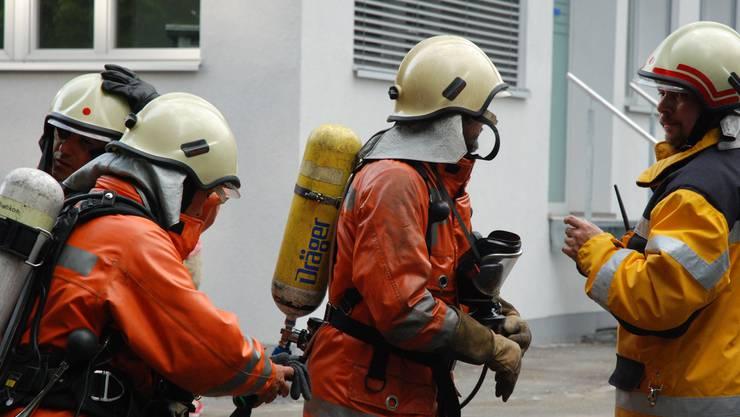 Die Feuerwehr musste mit Atemschutzgeräten anrücken. (Symbolbild)