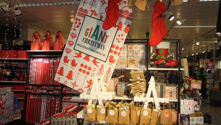 Giant Christmas bei Manor.
