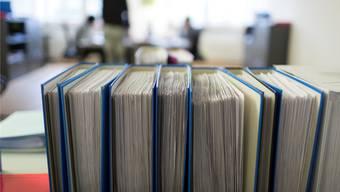 Eine Prüfung zeigt, dass auch die wichtigsten Verwaltungsangestellten zu viel arbeiten. (Symbolbild)