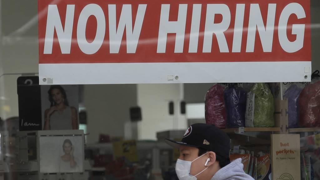 Am US-Arbeitsmarkt sind nach einer jüngsten Entlassungswelle zu Jahresbeginn wieder Stellen geschaffen worden. (Archiv)