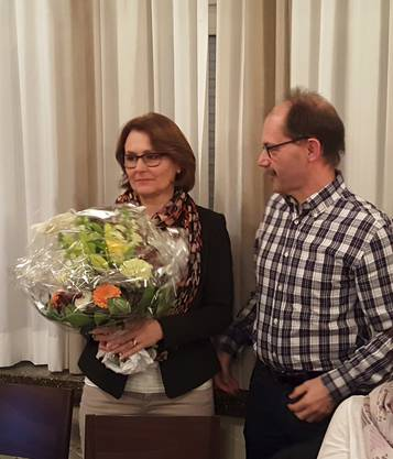 Präsidentin Pia Siegrist nach ihrer geglückten Wiederwahl, durchgeführt von ihrem Vize Paul Stehrenberger.