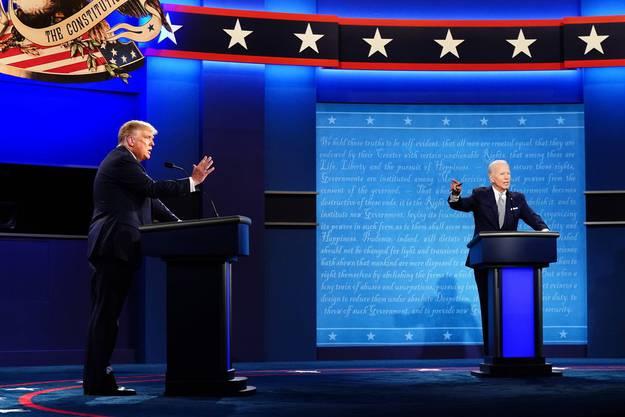 Trump und Biden beim gemeinsamen TV-Duell am Dienstagabend.