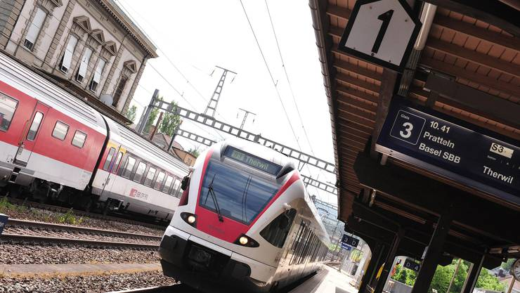 Künftig bis nach Therwil? Die Regio-S-Bahn soll künftig nicht «nur» im Ergolz- und Birstal verkehren (im Bild am Bahnhof Liestal), sondern einen zusätzlichen Ast ins Leimental erhalten.