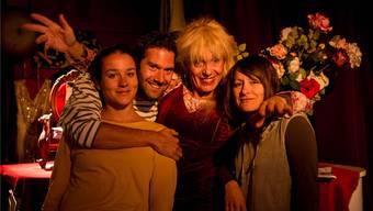 Voller Zuversicht in die neue Saison: Stella Palino (2.v.r.) mit der Truppe für die neuste Eigenproduktion «Apropos».Barbara Scherer