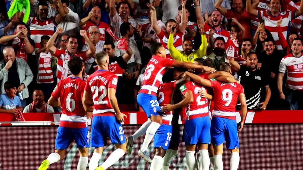 Der grenzenlose Jubel der Kleinen: Granadas Spieler freuen sich nach dem Tor zum 1:0 gegen den grossen FC Barcelona
