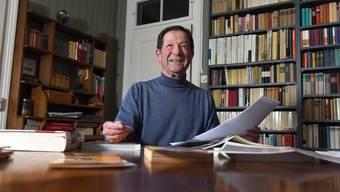 Der pensionierte Lehrer Boris Duncker lebt in einer Wohnung voller Bücher – viele hat er in der DDR gekauft.