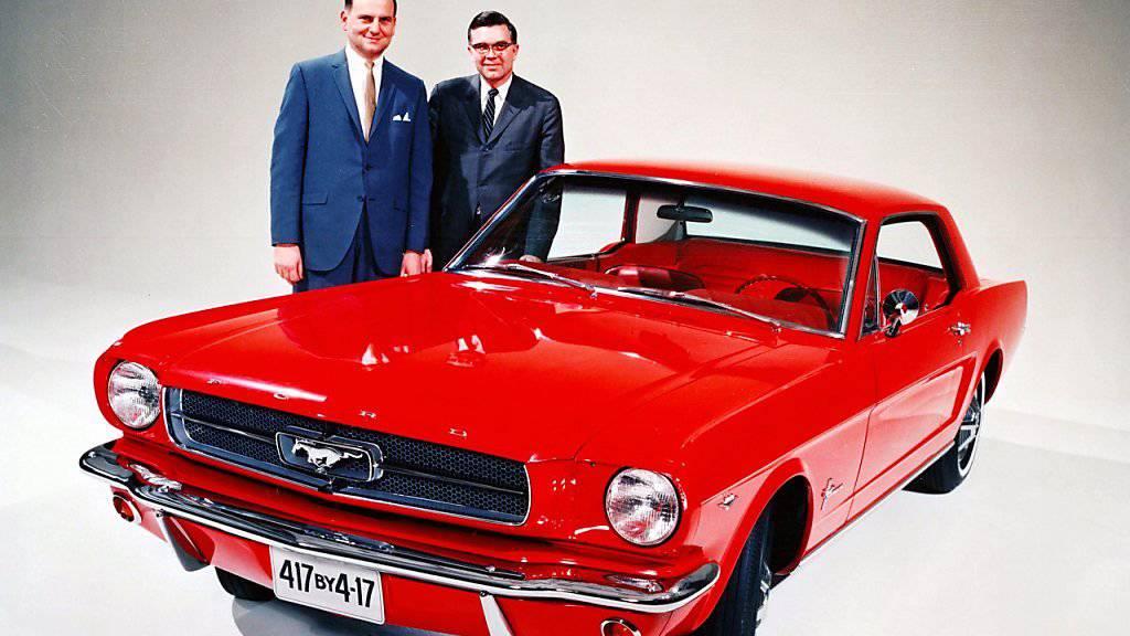 Der frühere Chrysler-Chef Lee Iacocca (links) galt als einer der Väter des Ford Mustang. (Archivbild)